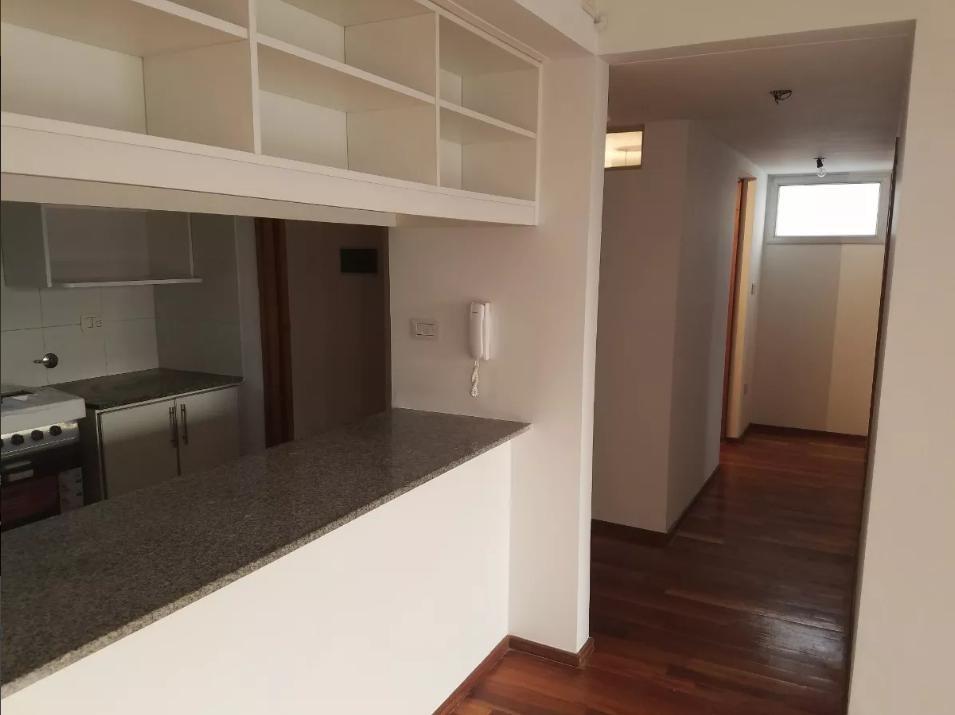 departamento de 2 dormitorios con balcón apto banco - la plata