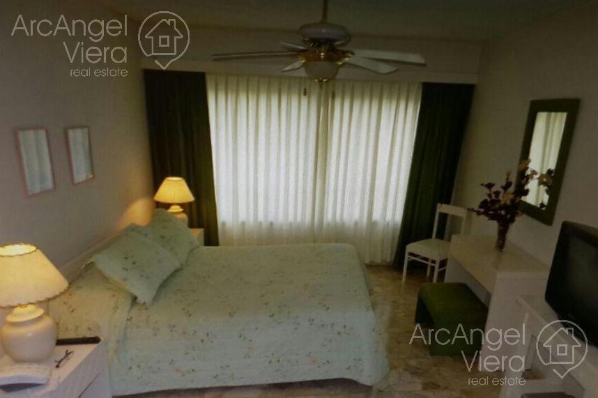departamento de 2 dormitorios frente al mar playa mansa, con piscina ,  punta del este