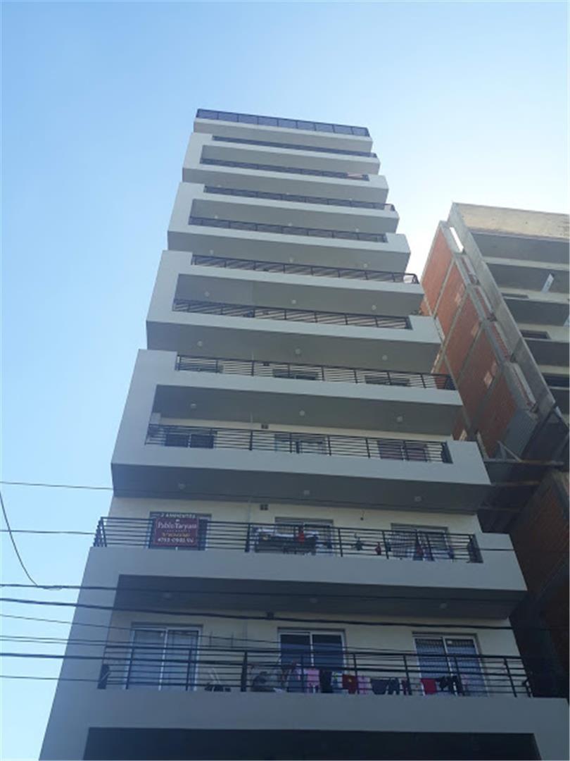 departamento de 3 ambientes edificio con sum.
