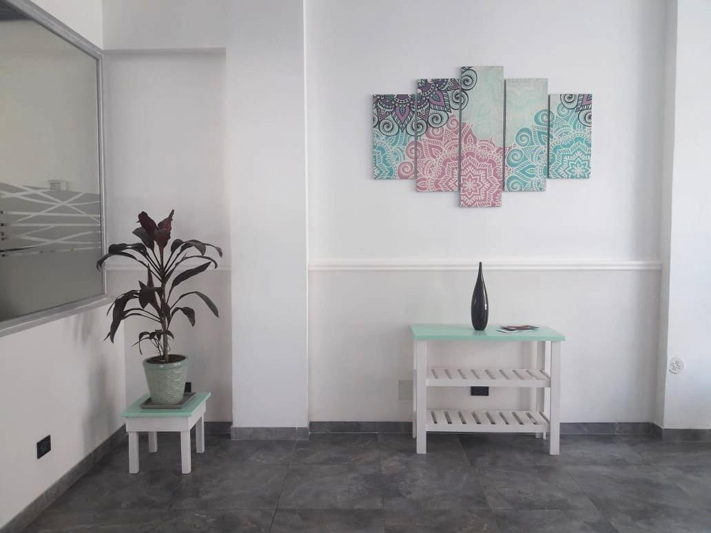 departamento de 3 ambientes semi piso es estrenar,  externo con balcón saliente, cochera y baulera
