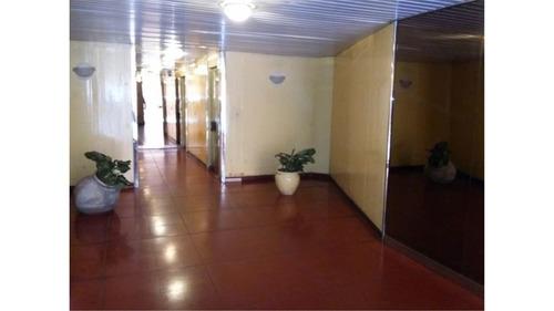 departamento de 3 dormitorio. excelente estado.