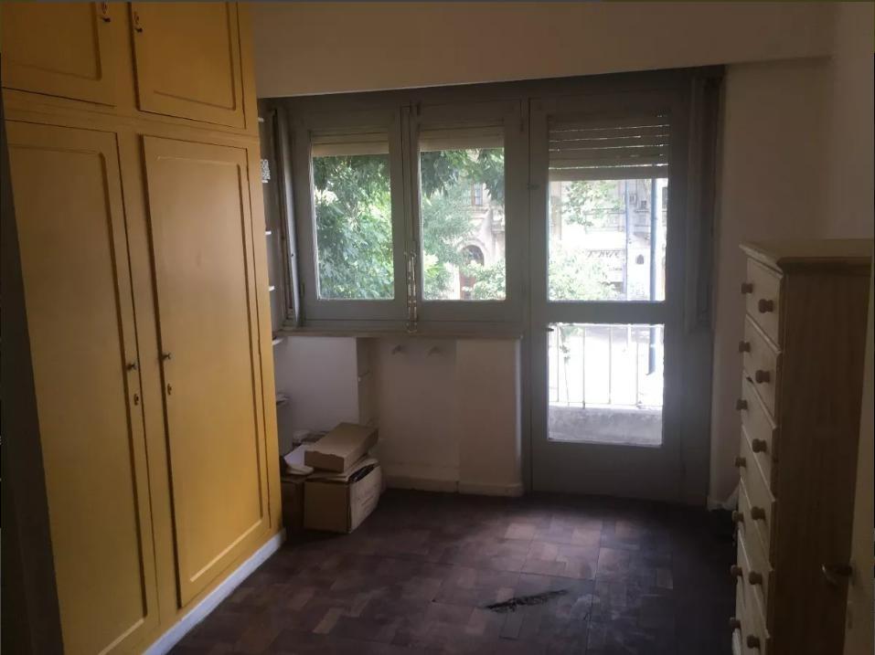 departamento de 3 dormitorios con balcón refaccionado a nuevo apto banco- la plata