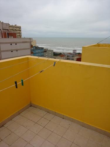 departamento de 4 ambientes con cochera a 1 cuadra del mar.