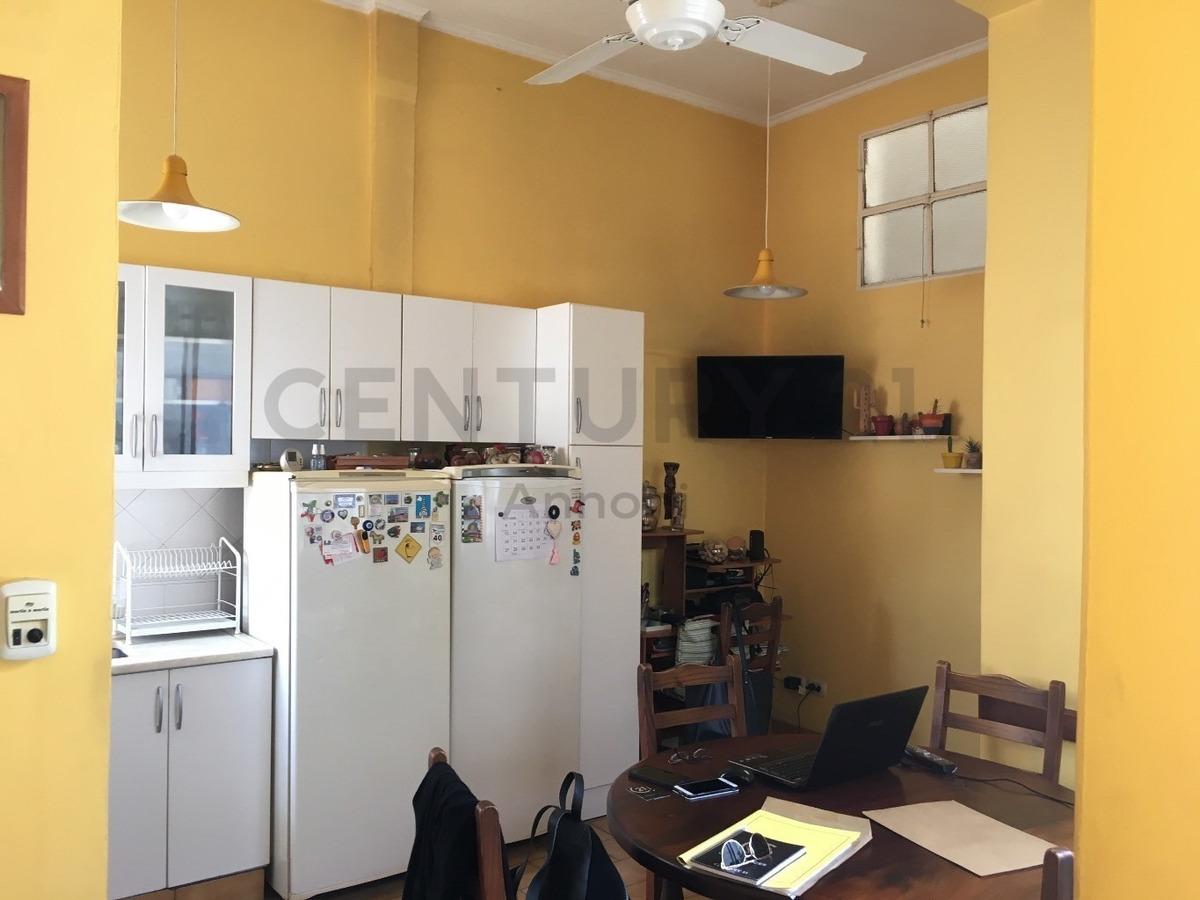 departamento de 4 ambientes de epoca en av. caseros al 800