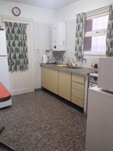 departamento de 4 ambientes lateral muy amplio, dos baños y cochera cubierta.