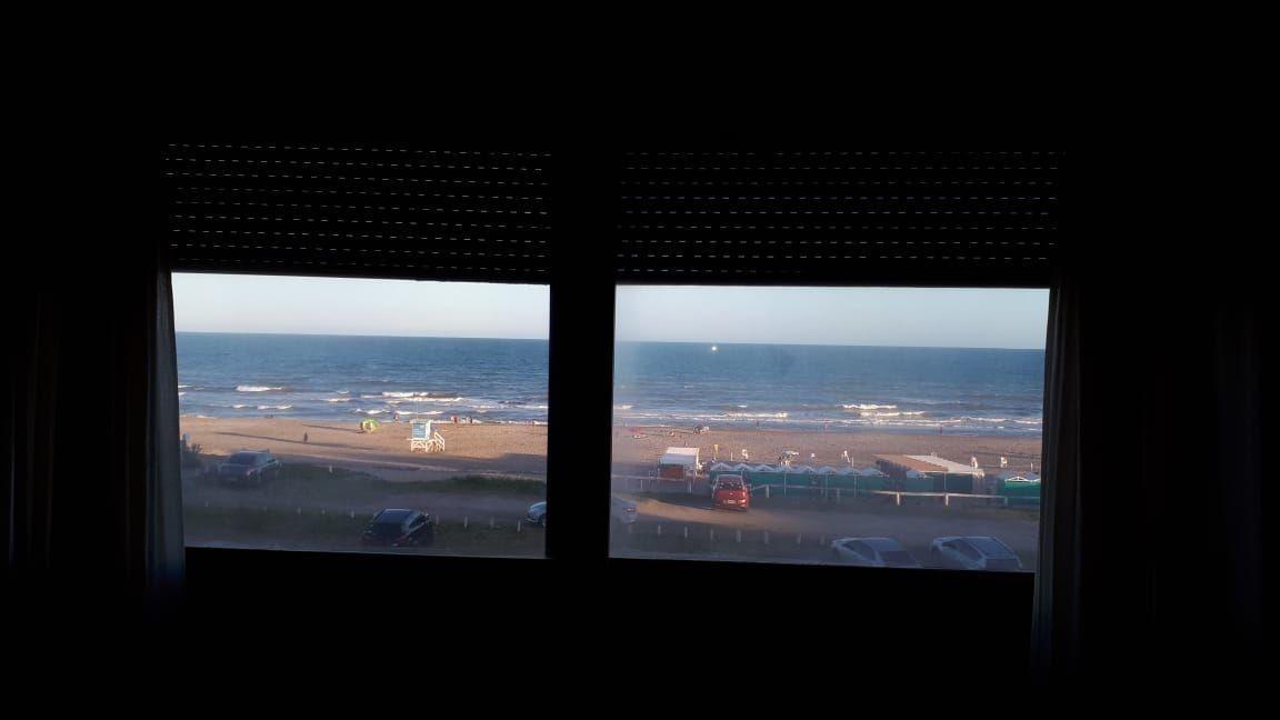 departamento de 4 ambientes y 2 baños a mts del mar