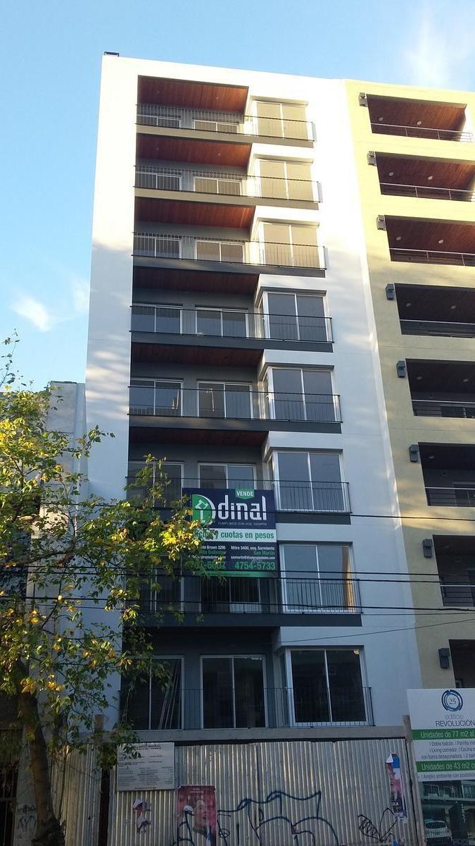 departamento de 77 m2 al frente con cochera y parrilla - s.martin(ctro)