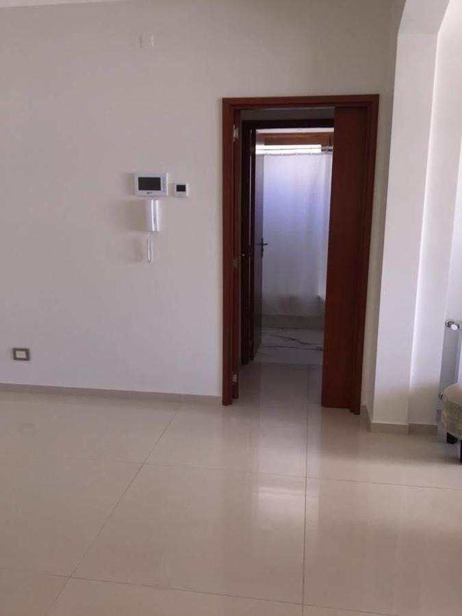 departamento de categoría 2 dormitorios, 2 baños y cochera -terraza y parrilla  - la plata