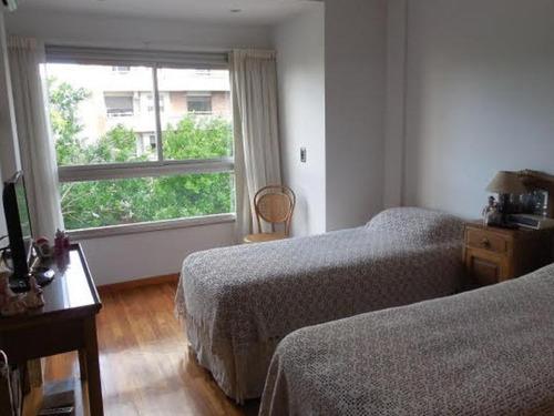 departamento de categoría 2 dormitorios al frente y cochera cubierta  - plaza rocha