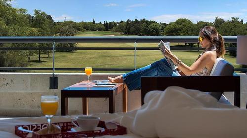 departamento de categoría de 3 dormitorios con vista al golf