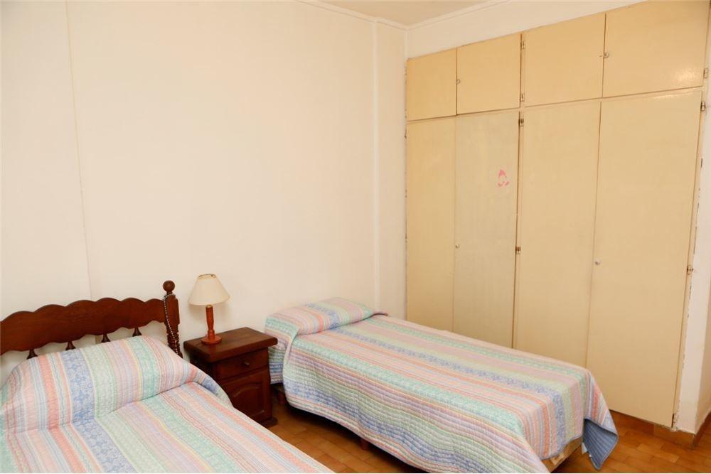departamento de dos dorm con cochera y dos patios