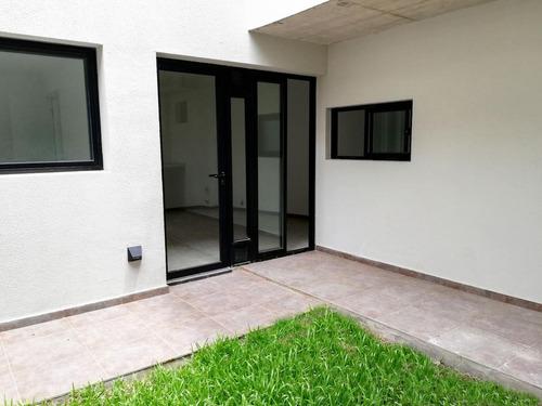 departamento de pasillo interno de 1 dormitorio con patio