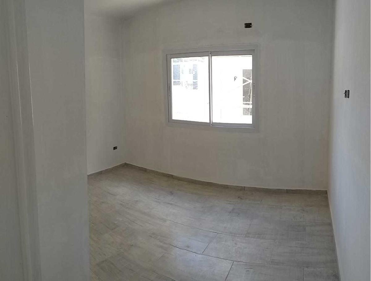 departamento de tres ambientes con patio en venta
