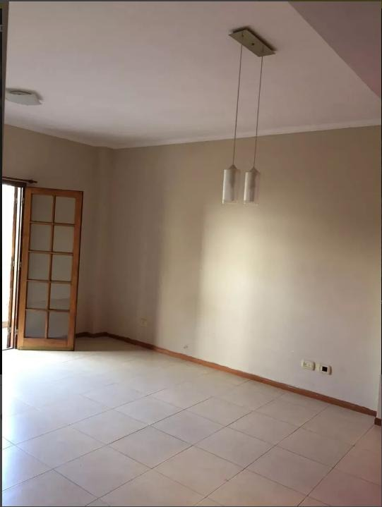 departamento de un dormitorio con amplio balcón al frente. apto banco - la plata