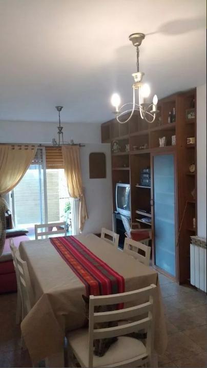 departamento de un dormitorio con balcón amplio y cochera- la plata