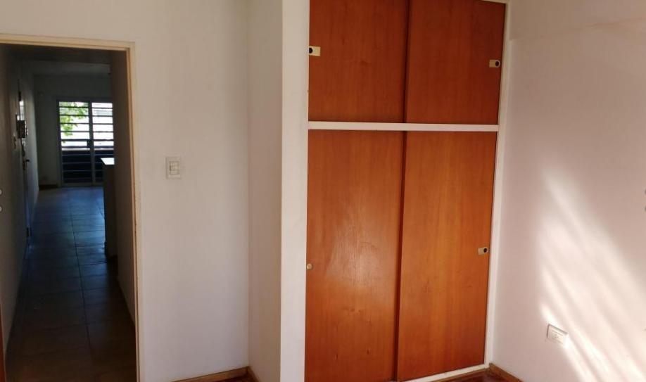 departamento de un dormitorio con cochera descubierta apto banco- la plata