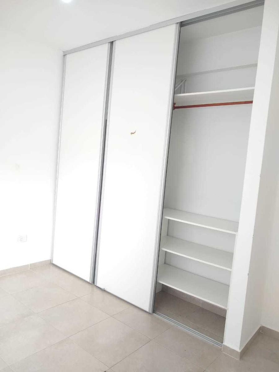 departamento dos amb. con balcon al frente, cochera- caseros