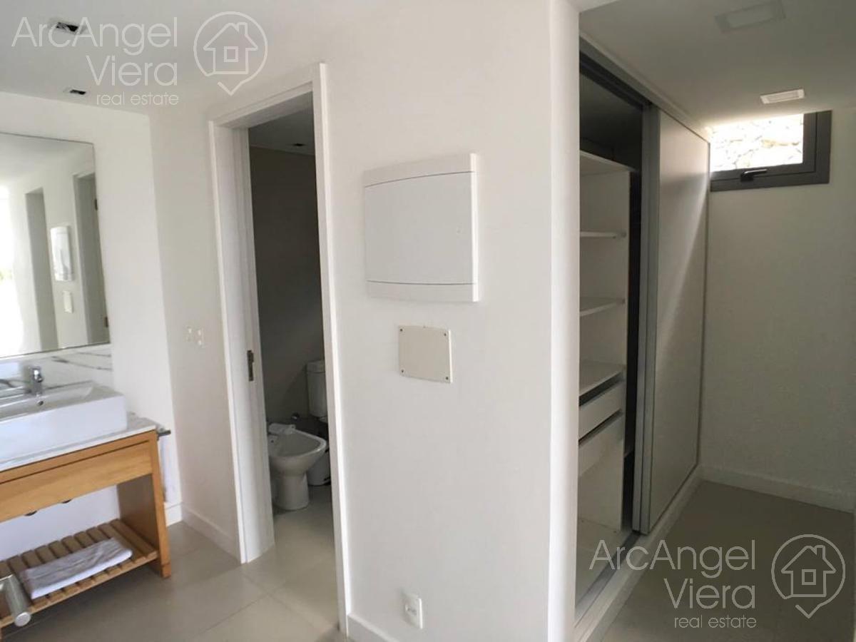 departamento dos dormitorios con vista al mar    servicios premium en punta ballena