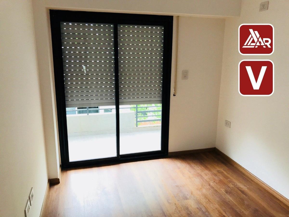 departamento dos dormitorios contra frente con balcon amplio e iluminado