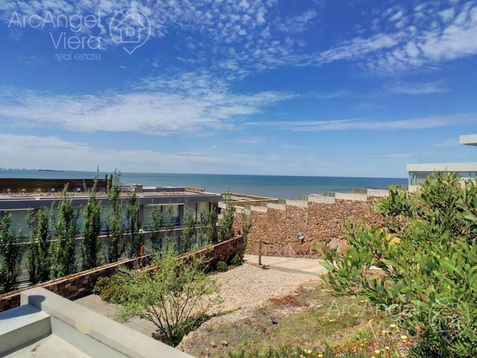 departamento duplex con jardin y vista al mar   servicios premium   punta ballena
