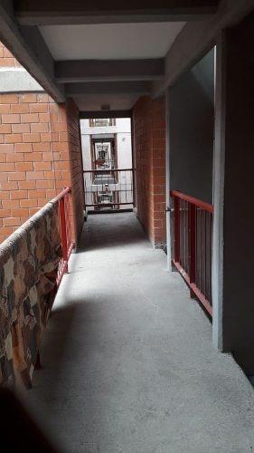 departamento en 2° nivel con tres recamaras alfombradas,  dos baños, un lugar de estacionamiento