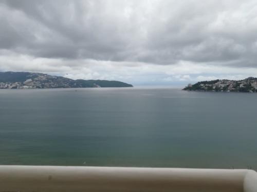 departamento en acapulco sobre costera miguel aleman