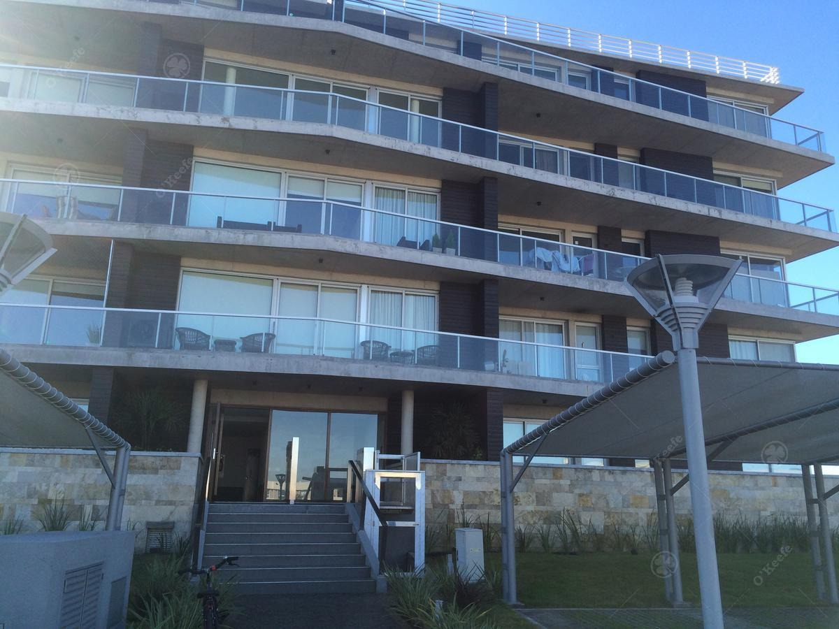 departamento en aquaterra de 2 ambientes, cochera amlia terraza con parrilla.