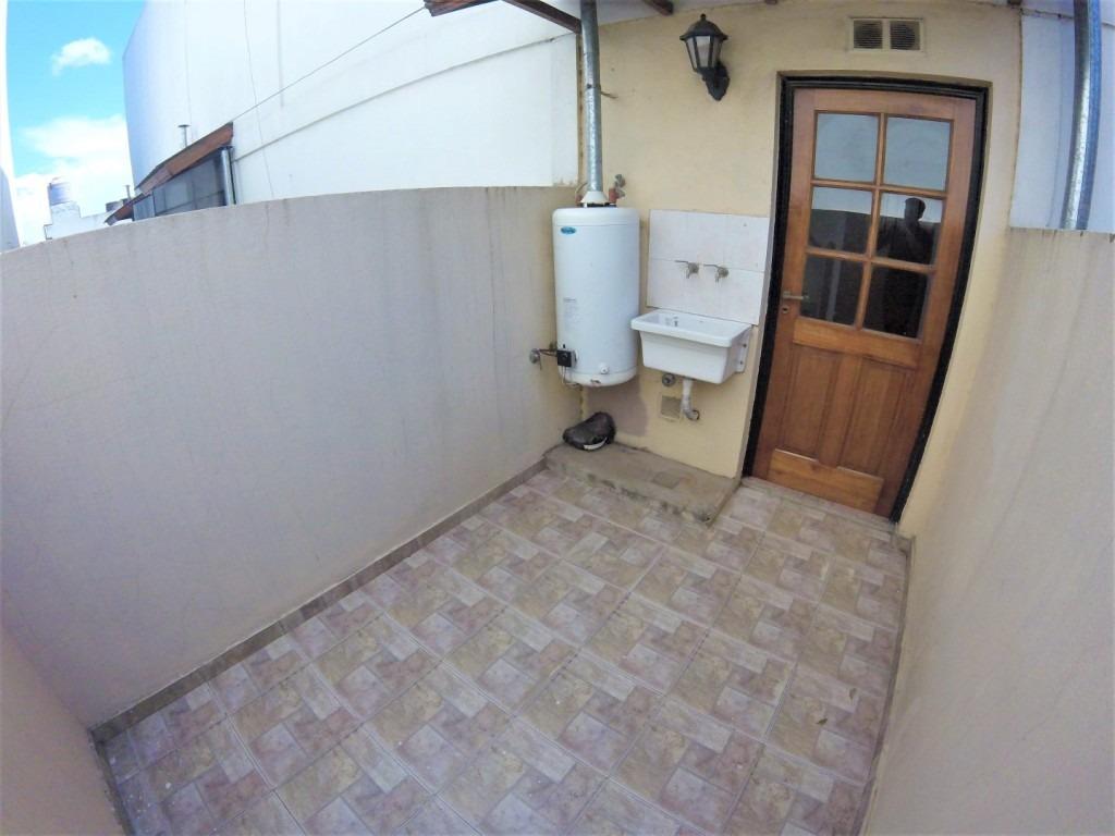 departamento en duplex de 2 amb // villa luzuriaga // alquiler