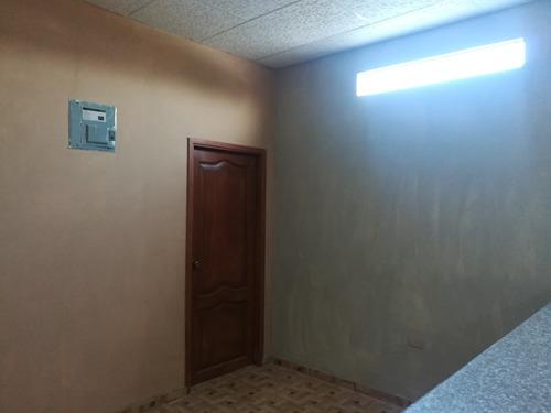departamento en piso alto 2cuartos, 1 baño, comedor, sala