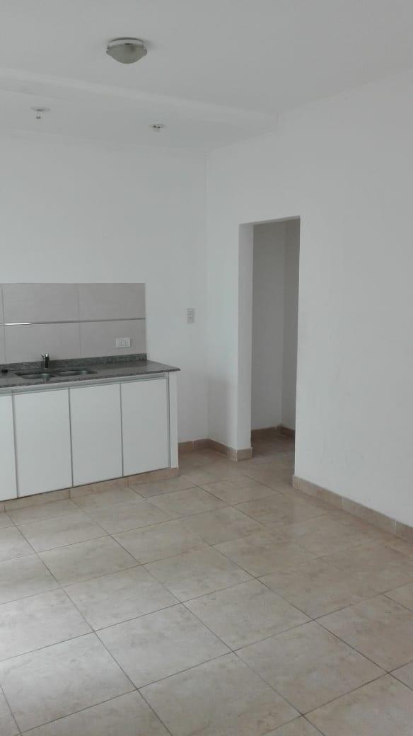 departamento en tandil  de 1 dormitorio, patio y cochera