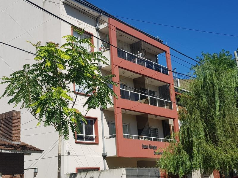 departamento en venta, amplio monoambiente en primer piso al frente - adrogue