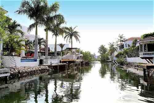 departamento en venta de 2 recs. con muelle. isla dorada, zh. cancún