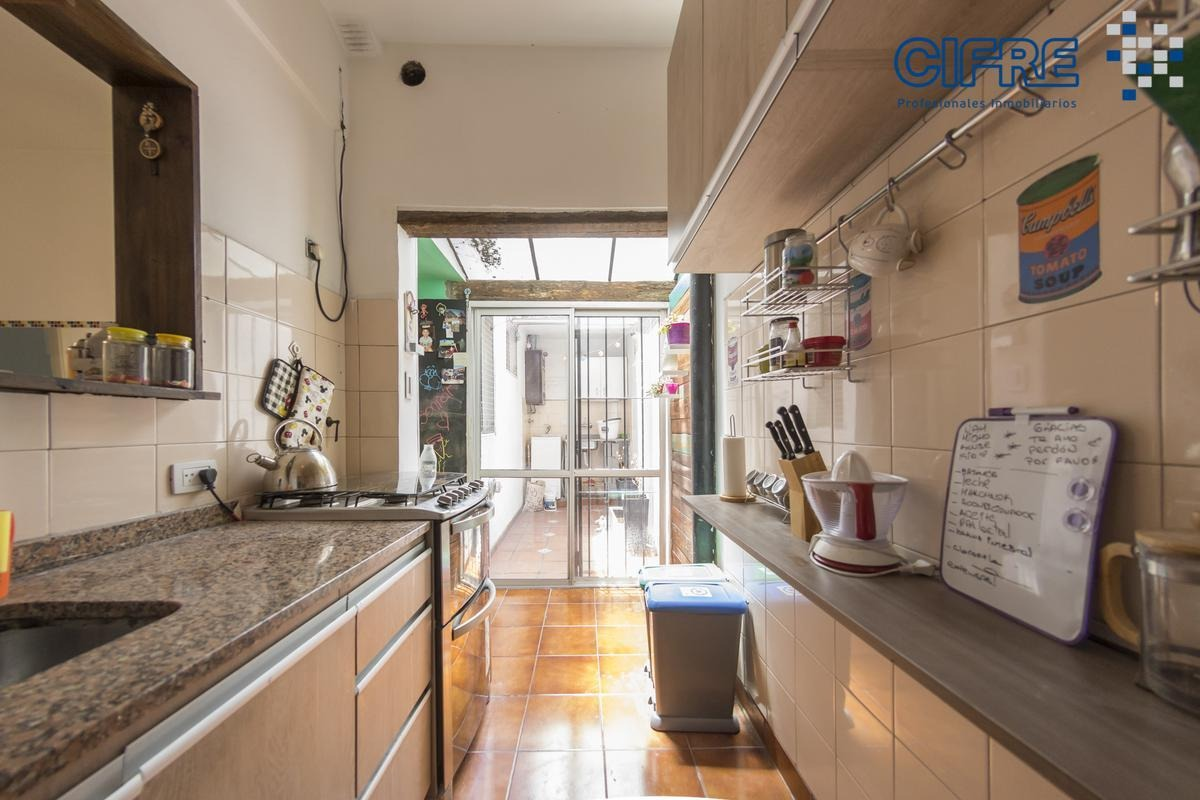 departamento  en venta de  3 ambientes con patio en edificio bajo de 56m2