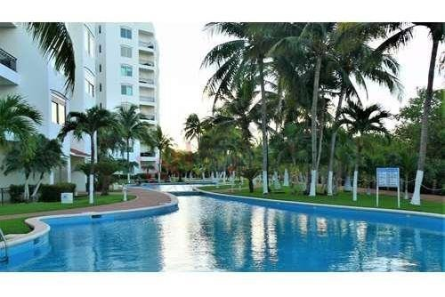 departamento en venta en isla dorada en zona hotelera en cancun vista a la laguna nichupté