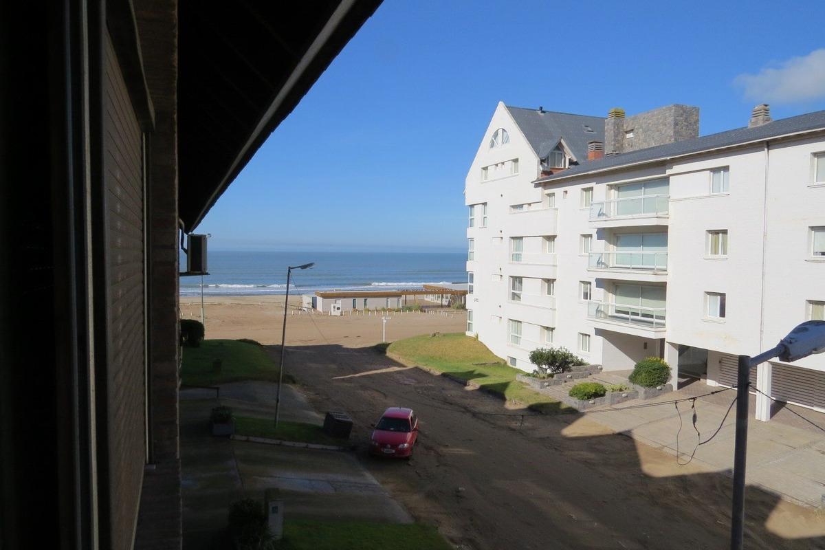 departamento en zona playa 4 ambientes frente al mar-vista lateral-excelente estado