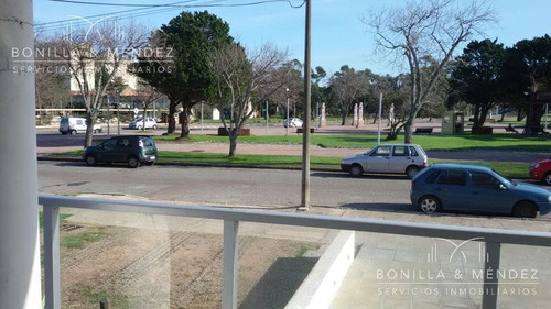 departamento frente a la plaza en piriápolis