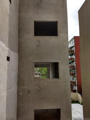 departamento monoambiente con balcon a la calle v del parque