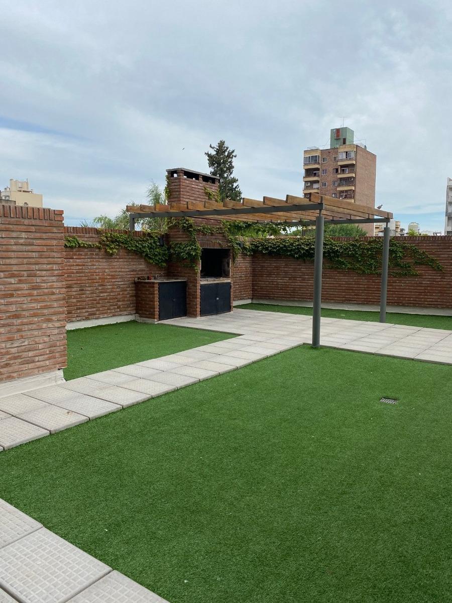 departamento monoambiente con patio exclusivo - av pellegrini 563 a estrenar