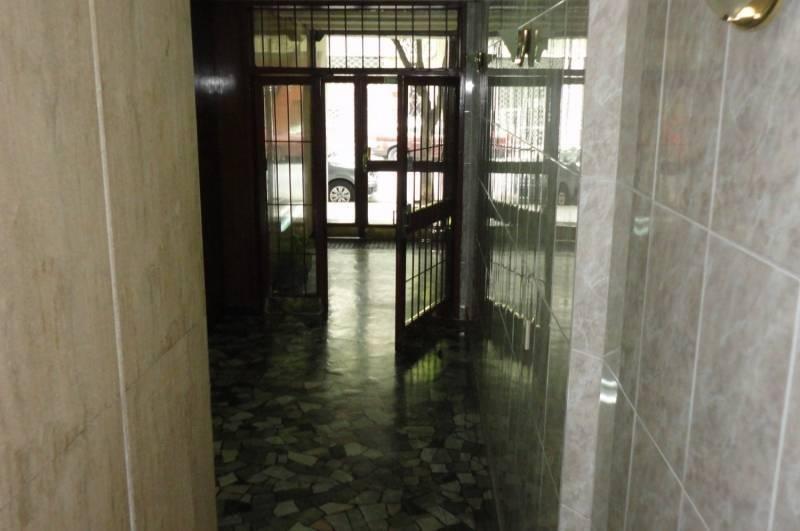 departamento muy bien ubicado, 4 ambientes, 2 baños, frente