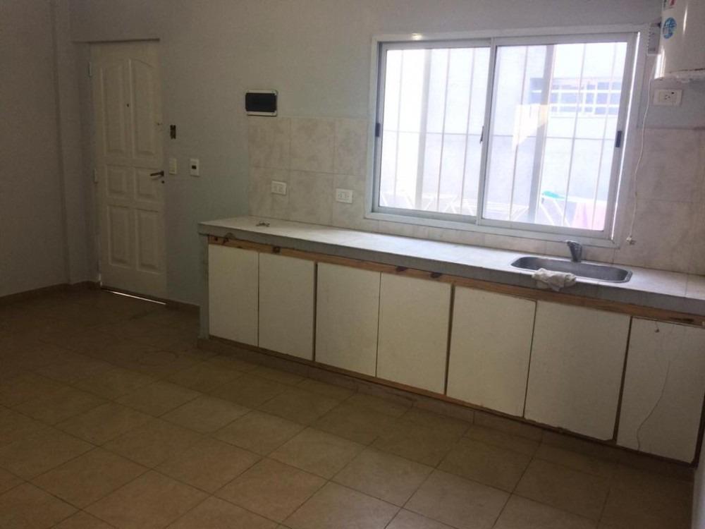departamento planta baja - 2 amb c/patio - villa tesei