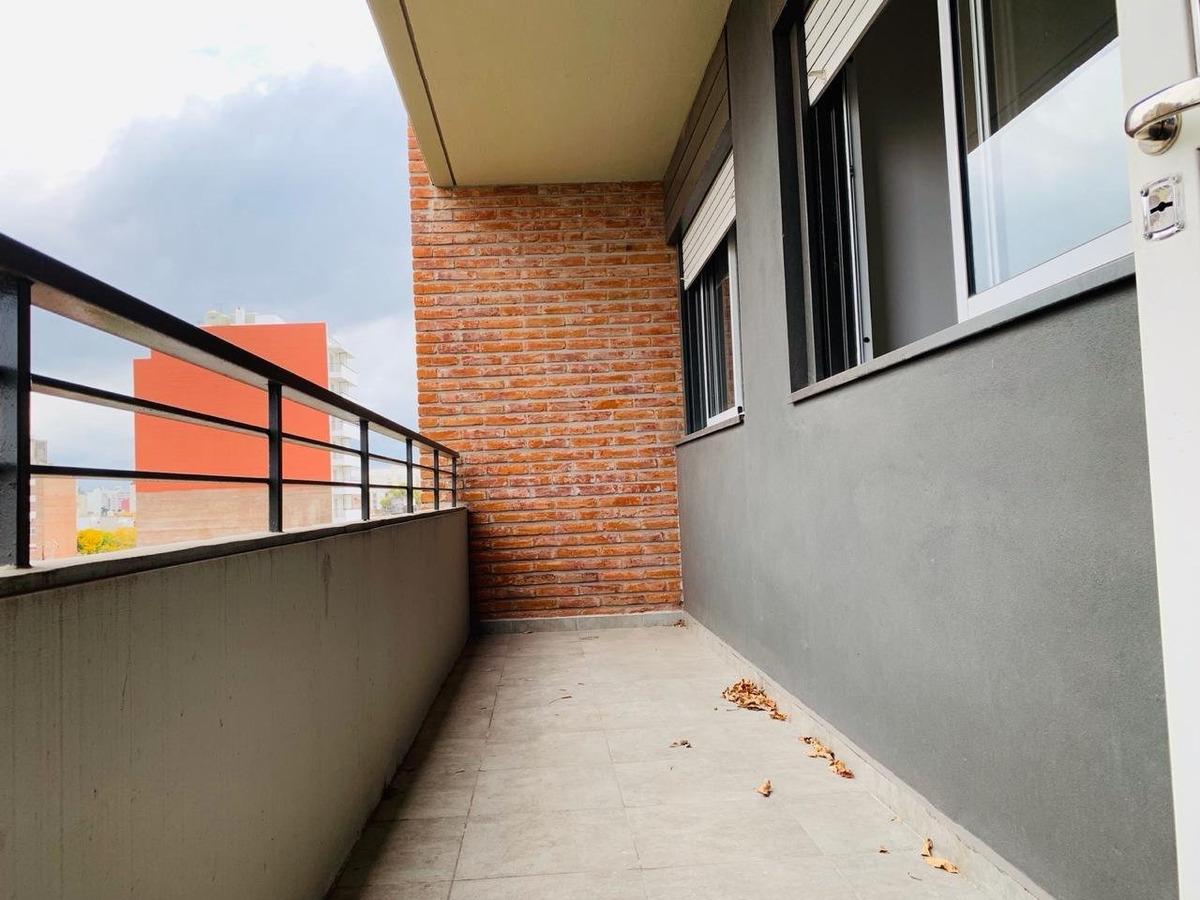 departamento semipiso 2 dormitorios en maipu 2400 5to piso al frente con balcón - muy luminoso