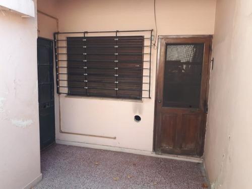 departamento tipo casa 4 ambientes lanus este (021)