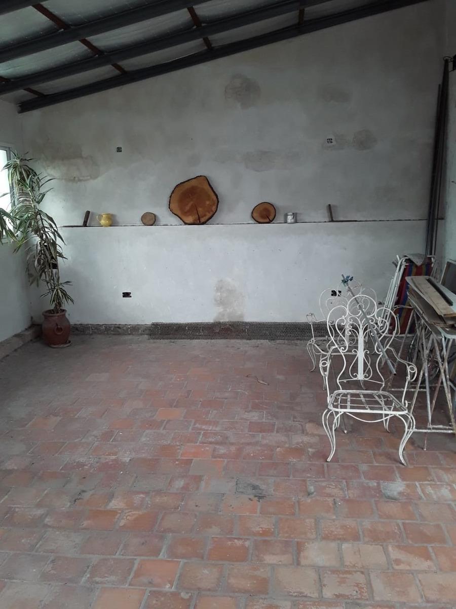 departamento tipo casa al frente en dos plantas