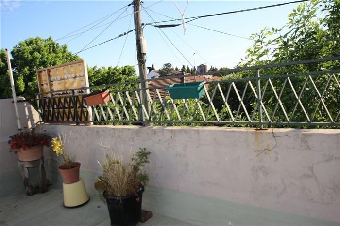 departamento tipo casa de dos ambientes con terraza propia.