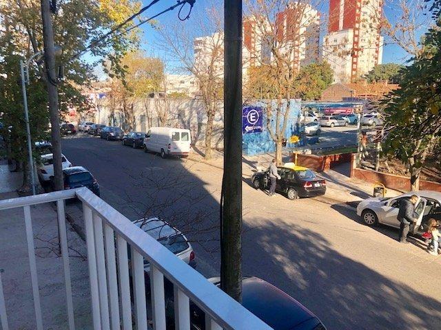 departamento tres ambientes a la calle con balcón