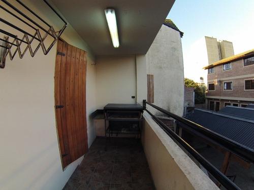 departamento tres ambientes con patio y parrilla