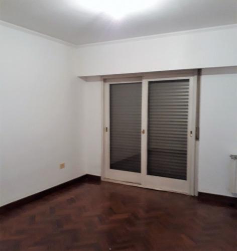 departamento tres dormitorios y cochera céntrico
