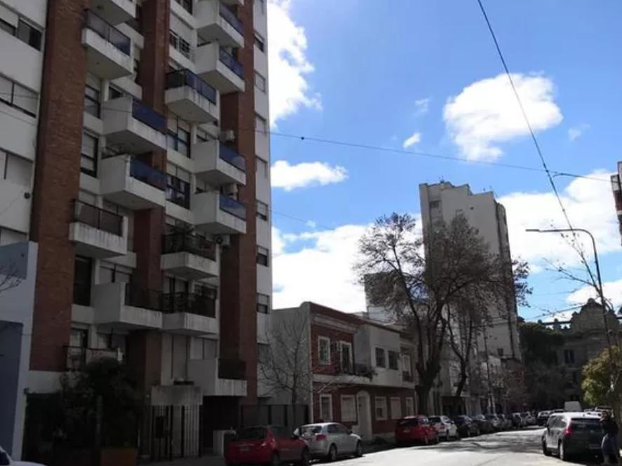 departamento venta al frente 2 dormitorios y cochera -69 mts 2  - la plata