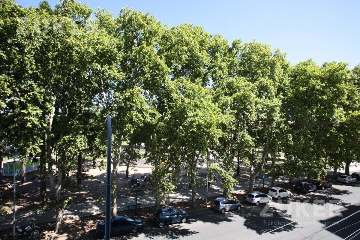 departamento - versalles- 3 amb - frente a la plaza -