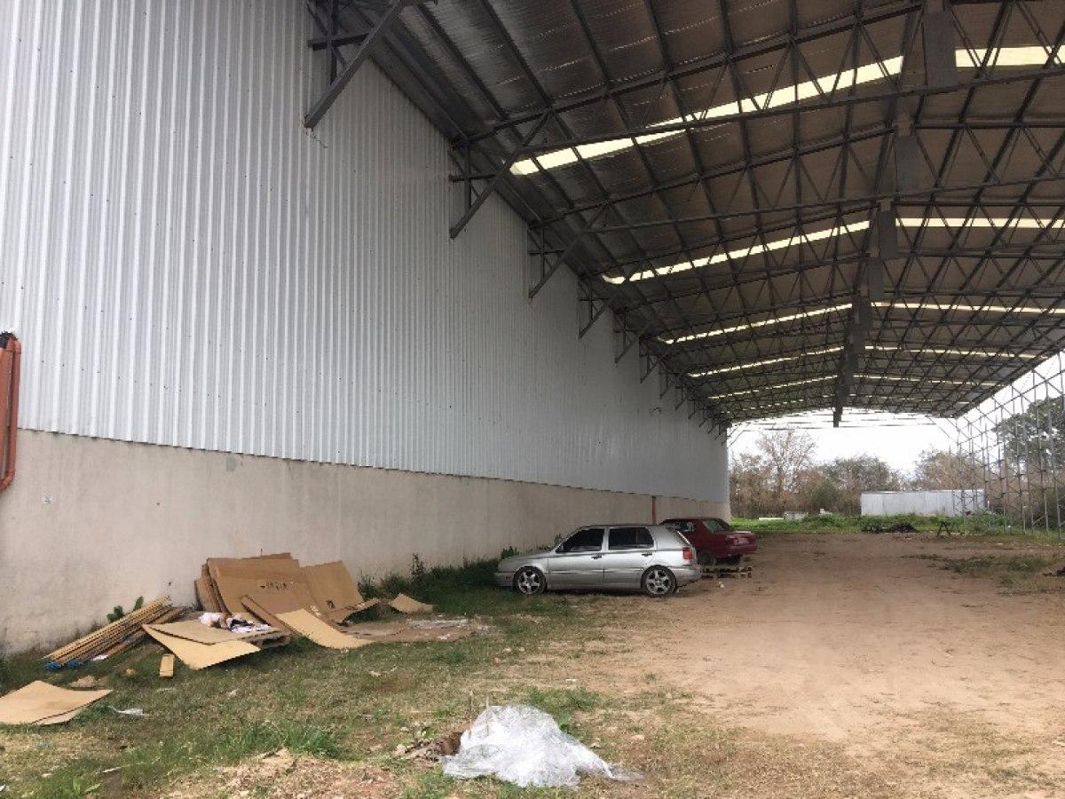 depósito de 1650 m2  con oficinas - parque cerrado